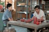 連続テレビ小説『スカーレット』第13週・第74回より。八郎(松下洸平)と話しをする常治(北村一輝)(C)NHK