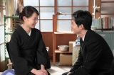 連続テレビ小説『スカーレット』第13週・第76回より。葬儀が終わり、喜美子(戸田恵梨香)と八郎(松下洸平)は互いの本音を確認し、夫婦の絆を深める(C)NHK