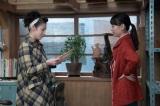 連続テレビ小説『スカーレット』第13週・第77回より。直子(桜庭ななみ)にみんなで作った器を見せる喜美子(戸田恵梨香)(C)NHK