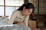 連続テレビ小説『スカーレット』第13週・第77回より。武志が熱を出し、ジョージ富士川の実演会を行くことをあきらめる喜美子(戸田恵梨香)(C)NHK