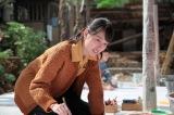 連続テレビ小説『スカーレット』第13週・第78回より。ジョージ富士川による即興の創作実演に参加する喜美子(戸田恵梨香)(C)NHK