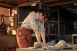 連続テレビ小説『スカーレット』第13週・第78回より。父の死以来、悲しみを抑え込んでいた喜美子が作品を生み出そうと…(C)NHK
