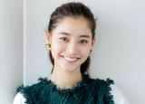 新木優子、美背中あらわビーチ写真