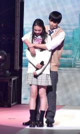 『第23回Seventeen夏の学園祭2019』に出演した(左から)宮野陽名、鈴木仁 (C)ORICON NewS inc.
