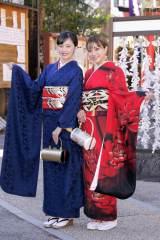 成人祈願を行った(左から)加藤小夏、安田愛里