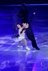 アイスダンスに転向したフィギュアスケーターの高橋大輔がアイスショー『ICE EXPLOSION 2020』に登場。アイスダンス転向後、初の村元哉中とのペアダンス披露(C)テレビ東京