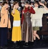 ヨーソローポーズを披露するキャスト陣 (C)ORICON NewS inc.