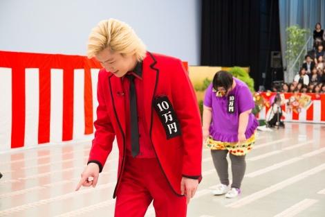 1月13日放送、『10万円でできるかな』1等最大10億円の年末ジャンボに挑むメイプル超合金(C)テレビ朝日