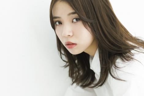 『週刊少年マガジン』7号に登場した欅坂46・小林由依