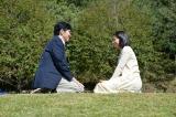 和隆は終子(尾野真千子)と出会い恋に落ちる=土曜ドラマ『心の傷を癒すということ』(1月18日スタート)(C)NHK