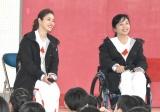 『東京2020聖火リレー公式アンバサダー学校訪問イベント』に出席した(左から)石原さとみ、田口亜希選手 (C)ORICON NewS inc.