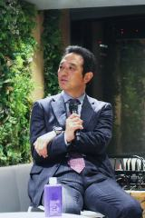 『ギャラリークレヴィア新宿』レセプションパーティーのトークショーに登場した伊藤忠都市開発取締役・都市住宅本部長の甲本氏