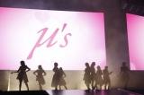 約4年ぶりのステージに立ったμ's(C)2013 プロジェクトラブライブ!(C)2017 プロジェクトラブライブ!サンシャイン!! (C)プロジェクトラブライブ!虹ヶ咲学園スクールアイドル同好会