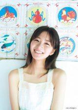 岡崎紗絵、透き通る美肌で魅了
