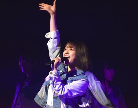 """村重杏奈=『HKT48選抜メンバーコンサート〜NEW YEARも、""""しょうもないこと""""本気でやろうぜ!ヨロシクどうぞ!〜』の模様 (C)ORICON NewS inc."""