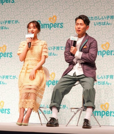 オシドリ夫婦のお笑いトリオ・ジャングルポケットの太田博久と、モデルの近藤千尋 (C)oricon ME inc.