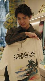 ラグジュアリーブランド・ロエベの旗艦店を訪問した片寄涼太