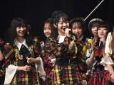 2020年元日にYouTubeチャンネルを開設した峯岸みなみ(中央)=『AKB48単独コンサート〜15年目の挑戦者〜』内でYouTube個別チャンネル開設を発表 (C)ORICON NewS inc.