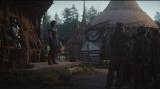 村人たちと作戦を練るキャラ・デューン=『マンダロリアン』第4話より(ディズニーデラックスで国内独占配信中)(C)2019 Lucasfilm Ltd. All Rights Reserved.