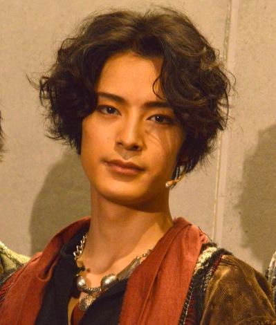 舞台『DECADANCE-太陽の子-』初日前囲み取材に登壇した塩野瑛久 (C)ORICON NewS inc.