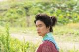 大河ドラマ『麒麟がくる』第1回「光秀、西へ」(1月19日放送)より(C)NHK