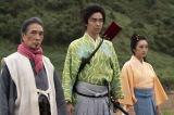第2回(1月26日放送)より。光秀とともに美濃にやってきた望月東庵(堺正章)と駒(門脇麦)(C)NHK
