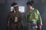 大河ドラマ『麒麟がくる』第2回(1月26日放送)より。明智光安(西村まさ彦)と光秀(長谷川博己)(C)NHK