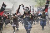 大河ドラマ『麒麟がくる』第2回(1月26日放送)より。織田信秀が美濃へ侵攻。加納口の戦い(C)NHK