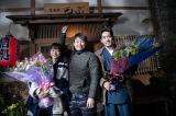クランクアップ時の写真(左から)武田玲奈、品川ヒロシ監督、大谷亮平(C)WOWOW