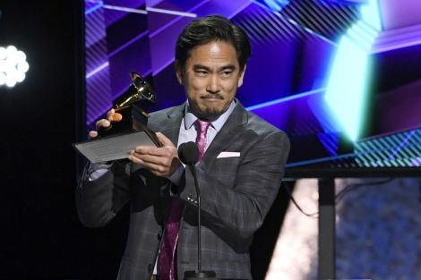 『第62回グラミー賞』で「最優秀ボックス/スペシャル限定盤パッケージ」を受賞した小池正樹氏(C)GettyImages