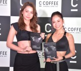 『SIDE C COFFEE』の発表会に出席した(左から)Niki、田辺莉咲子 (C)ORICON NewS inc.