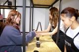 『SIDE C COFFEE』の発表会に出席した(左から)Niki、田辺莉咲子