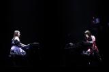 ピアノ連弾で魅了した(左から)野中美希、佐藤優樹