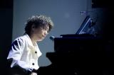 ピアノ演奏でもファンを魅了する多才な山崎育三郎