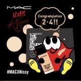 「M・A・C」店頭で2月4日に配布されたコラボステッカー