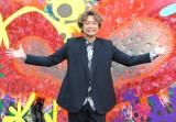 香取慎吾、青学に巨大壁画アート