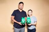 Amebaブログ『BLOG of the year 2019』で部門賞を受賞した(左から)マック鈴木、小原正子
