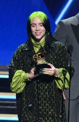 『第62回グラミー賞』で「年間最優秀楽曲」を受賞したビリー・アイリッシュ(C)GettyImages