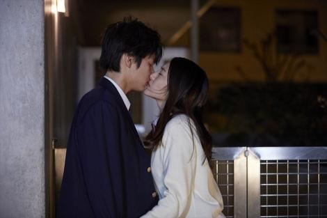 新ドラマ『鈍色の箱の中で』(2月8日スタート)第1話より(C)NHK