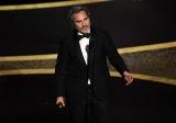 主演男優賞を受賞したホアキン・フェニックス(映画『ジョーカー』)=『第92回アカデミー賞授賞式』は2月10日午後9時からWOWOWプライムで放送(字幕版)(C)Getty Images