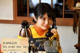 土曜ナイトドラマ『アリバイ崩し承ります』美谷時計店に電話をかけると、時乃(浜辺美波)が依頼を承る!?(C)テレビ朝日