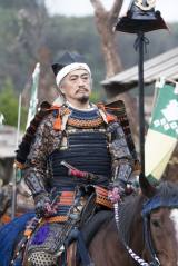 室町幕府管領家・細川晴元の家臣・三好長慶(山路和弘)(C)NHK