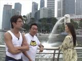 2月16日放送の『モヤモヤさまぁ〜ず2』はゴールデン進出10周年記念スペシャル。なぜか一部生放送を交えつつ、13年前のシンガポール回をプレイバック(C)テレビ東京