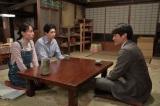 連続テレビ小説『スカーレット』第18週・第104回より。お互いの近況を話す喜美子と草間(C)NHK