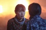 連続テレビ小説『スカーレット』第18週・第105回より。火を消そうとするマツを喜美子が止めて…(C)NHK