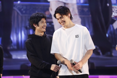 『15th Anniversary SUPER HANDSOME LIVE「JUMP↑ with YOU」』15日昼公演より(左から)三浦春馬、甲斐翔真