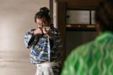 鉄砲の抑止力について語る松永久秀(吉田鋼太郎)(C)NHK