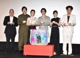 映画『スマホを落としただけなのに 囚われの殺人鬼』の初日舞台あいさつに出席した(左から)中田秀夫監督、田中圭、北川景子、千葉雄大、白石麻衣、成田凌 (C)ORICON NewS inc.