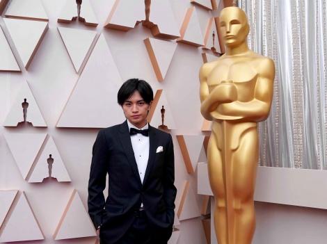 3月1日放送『中島健人 ハリウッドの風を探して』でアカデミー賞レッドカーペットでの一枚 (C)WOWOW
