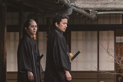 5月22日公開の映画『燃えよ剣』に出演する山田涼介、岡田准一(C)2020「燃えよ剣」製作委員会